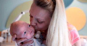 Hennes baby ble født med en sjelden tilstand, men mamma gjør det beste med saken.