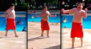 Når denne gutten hører favorittlåten sin ved svømmebassenget, ler jeg meg ihjel.