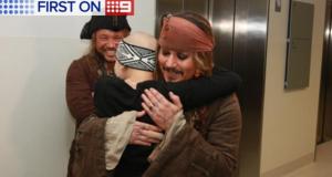 Johnny Depp tok pause fra innspillingen for å besøke barnesykehus som selveste Captain Jack Sparrow.