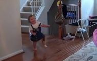 Det er første gang hun går med en protese, og det ga meg gledestårer. Så hjertevarmende.