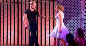 Han tok hennes hånd for en Dirty Dancing-fremvisning som fikk alle til å reise seg i begeistring.