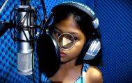 Denne 10 år gamle jentas stemme vil minne deg om en VELDIG berømt person. Hvordan er det mulig?!