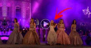 5 kvinner går på scenen og synger «You Raise Me Up». Men hold et øye med hun med fiolinen…