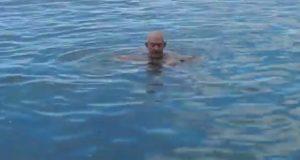 Er du uten redningsvest og holder på å drukne, kan DETTE geniale trikset redde livet ditt.