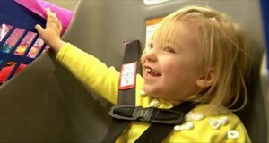 Jenta har en CP-skade og kan ikke sitte i handlevognen. Det butikken gjør da får mamma til å gråte.