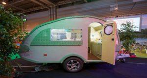 Det ser ut som en vanlig campingvogn, men når vi zoomer inn…? Hvilket mesterverk!