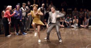 I bakgrunnen spilles rapmusikk, men se hva som skjer når swingdansere inntar dansegulvet.