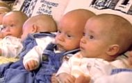 De stilte opp 7 babyer i en sofa i 1997. 18 år senere bryter moren sammen i tårer…
