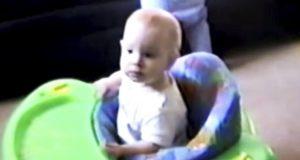 Moren filmer junior i lekestolen. Så får hun en påminnelse som kan redde ditt barns liv.