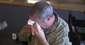 Kona hans døde for 4 år siden. Det han oppdaget før jul 2 år senere, er ubeskrivelig. Tårene renner.