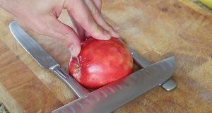 Han legger et eple mellom to kniver. Resultatet? Jeg sitter ennå og måper.