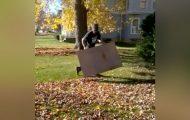 Hva denne mannen gjør med et pappstykke, vil få deg til å kaste raken din i søpla for alltid.