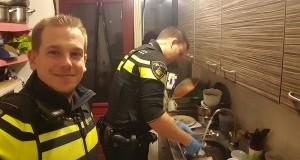 Politimennene tar oppvasken. Når du hører historien bak, vil du fylles av velvære.