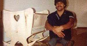 En far uten penger bygget en vugge for 30 år siden. Vent til du ser hva babyen hans gjorde.