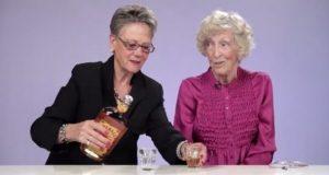 Disse bestemødrene prøver Fireball-whisky for første gang. Reaksjonene deres er ubetalelige.