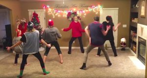 Denne familien på 8 koreograferer en juledans og resultatet er superfestlig.