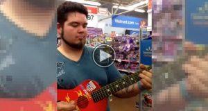 Han plukker opp en barnegitar i plast på supermarkedet. Men se hva han gjør med den. Wow.