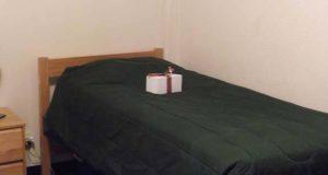 En soldat fant en boks forlatt på sengen sin. Ingenting kunne forberede han på hva som var inni.