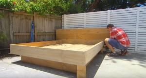 Papsen bygger en seng til hagen, men bare vent til du ser madrassen. Genialt.