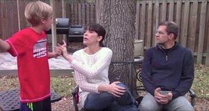 Hennes sønn avbrøt henne hele tiden, helt til hun lærte seg et enkelt knep. Bør ses av alle foreldre.