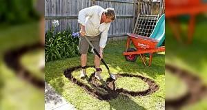 Dette må være årets pappa. Når du ser hvorfor han graver et mønster i gresset vil du være enig.