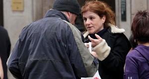 Turisten ga sin pizza til en hjemløs mann. Men hun hadde ingen anelse om hvem mannen var.