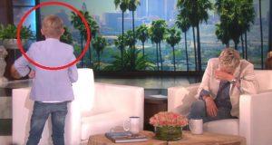 Ellen mister fatningen når den unge gjesten snur seg fra publikum. Så legger han dette i hennes hånd.