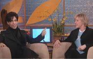 Prince gjestet Ellen i første sesong. Se når hun viser ham hva som gjemmer seg bak stolen…