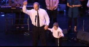 Denne blinde, autistiske gutten inntar scenen. Det neste som skjer sjokkerer alle.