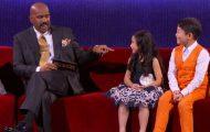 Barna forteller programlederen at de kan synge. Men ingen kan forberede ham på det han får høre!
