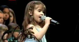 Denne 5 år gamle jenta inntok scenen og sang en klassiker som gjorde alle helt stum.