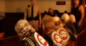 Gutten er engstelig for å vitne i rettssalen. Men se hva denne MC-gjengen gjør for å hjelpe ham.