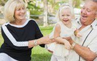 Forskere: Besteforeldre som sitter barnevakt har mindre sjans for å utvikle Alzheimers.