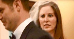 Brudgommen forlater bruden under løftene og sjokkerer alle ved å gå ned på kne for en annen…
