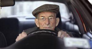 Den gamle mannen ble stoppet av politiet på natten. Forklaringen hans fikk politimannen til å måpe.