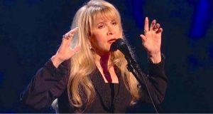 Etter 40 år beviser Stevie Nicks at hun fortsatt «har det» når hun fremfører «Landslide».