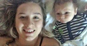 Mamma filmer sin 2 mnd gamle sønn – så blir hun vitne til babyens første ord og får hakeslepp.