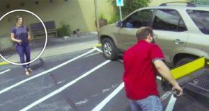 Hun kommer gående ut og ser en mann stå ved bilen hennes. Så innser hun hva han gjorde.