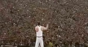 I 1985 gjorde Queen DENNE spillejobben – og forandret musikken for alltid.