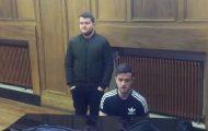 To irske menn tar plass ved pianoet. Stemmene deres vil gi deg umiddelbar gåsehud.