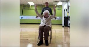 Denne 93 år gamle bestemoren beviser at det aldri er for sent å rocke dansegulvet.