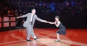Dette paret som eier dansegulvet til «Hey! Baby» må du bare få med deg – fantastisk.