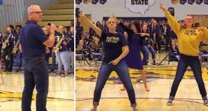 Rektorens tale blir brått avbrutt idet lærerne stormer scenen for en episk flash-mob.