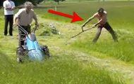 Begge klipper gresset, men følg med på personen til høyre… Milde måne!