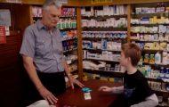 To gutter skal kjøpe tamponger – blir spurt hva de skal brukes til. Svaret deres er helt herlig.