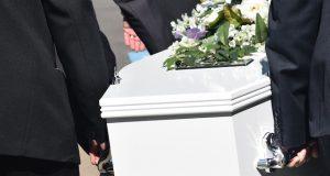 34-åring erklært død. Så våkner han under begravelsen.