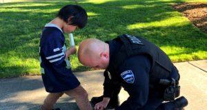 Politiet oppdager en gutt i parken med blodige sokker. De visste hva de måtte gjøre.