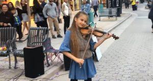 Hun gikk ut på gaten med en fiolin i hånden, og spilte DETTE. Utrolig fint.