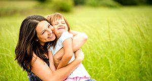 Forskere fastslår: Barn får sin intelligens fra moren.