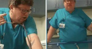 En far filmer i skjul mens en lege banner og ler av sønnen hans, som har et panikkanfall.